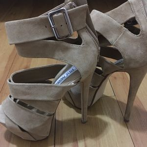 Steve Madden Ultra high heels stunning and bright